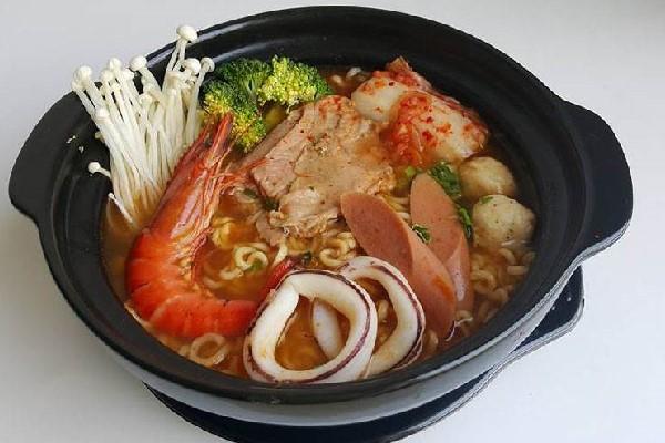 Cách Nấu Mì Cay Chuẩn Vị Hàn Cho Ngày Lạnh Thêm Ấm Áp