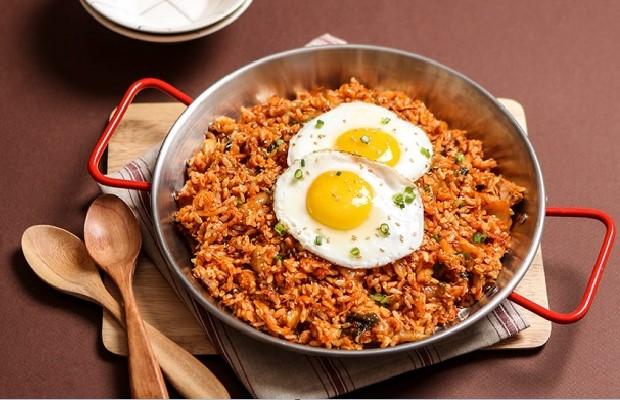 Cách làm cơm rang kim chi ngon chuẩn Hàn