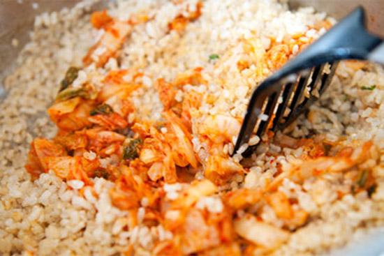 Cách làm cơm rang với kim chi cực ngon